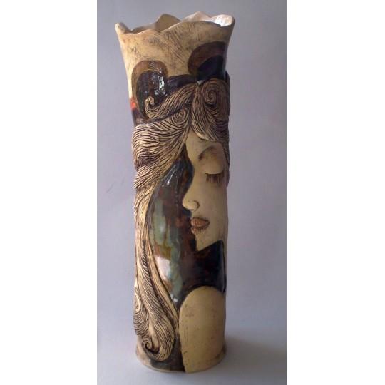 Váza dívka štíhlá