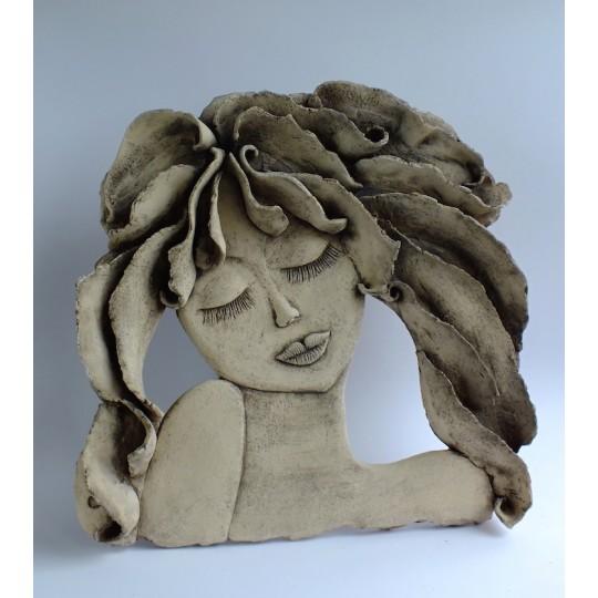Dívka s rozevlátými vlasy